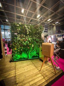 Un photocall détente grâce au mur végétal