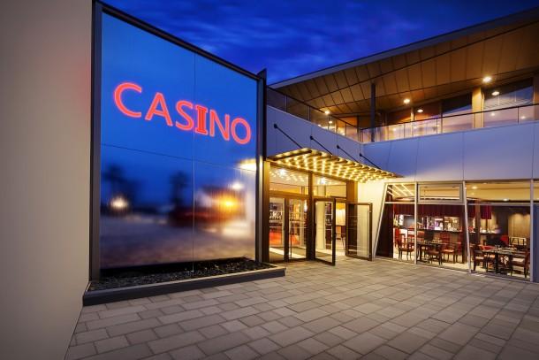 Conception et réalisation d'un mur d'eau pour le casino de LARMOR