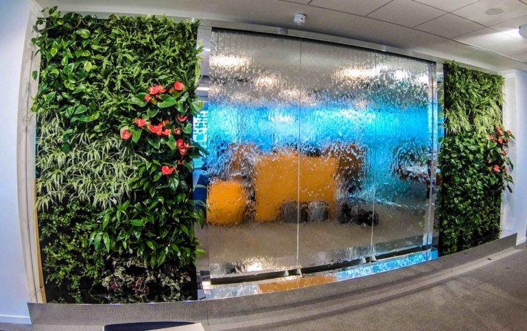 mur d'eau extérieur en verre